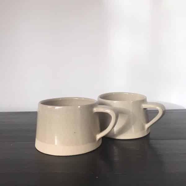 Tasse en grès émaillé ton sur ton beige mat et brillant collection café crème fait main