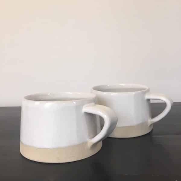 Tasses en grès mat et brillant blanc et beige collection Café crème artisanat