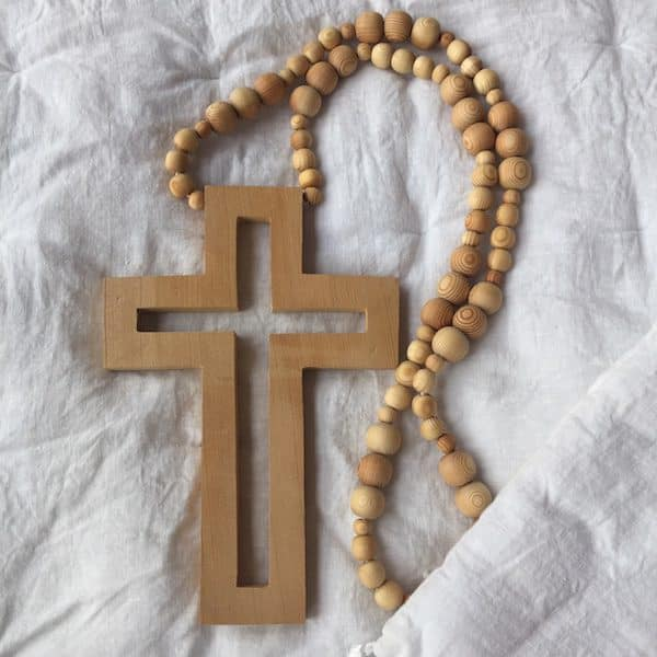 Décoration mural croix en bois à suspendre artisanat