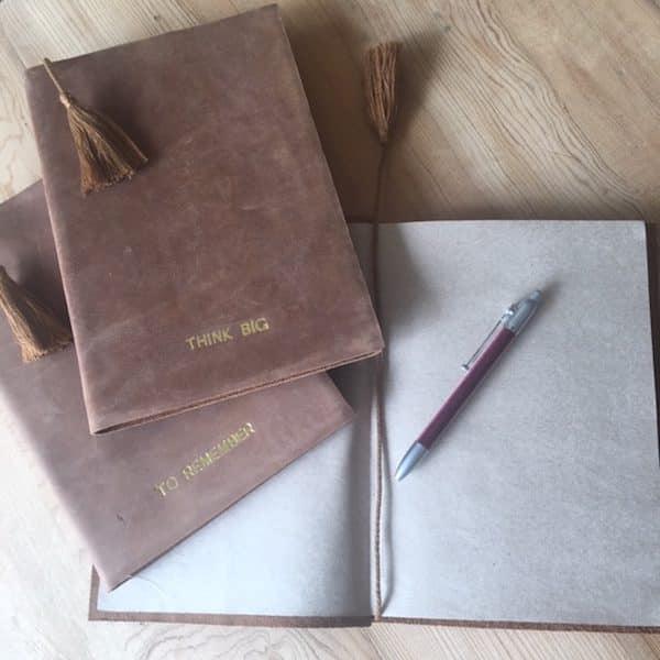 Carnet de voyage en cuir et papier recycler pour ecrire ou dessiner fabriqué à la main