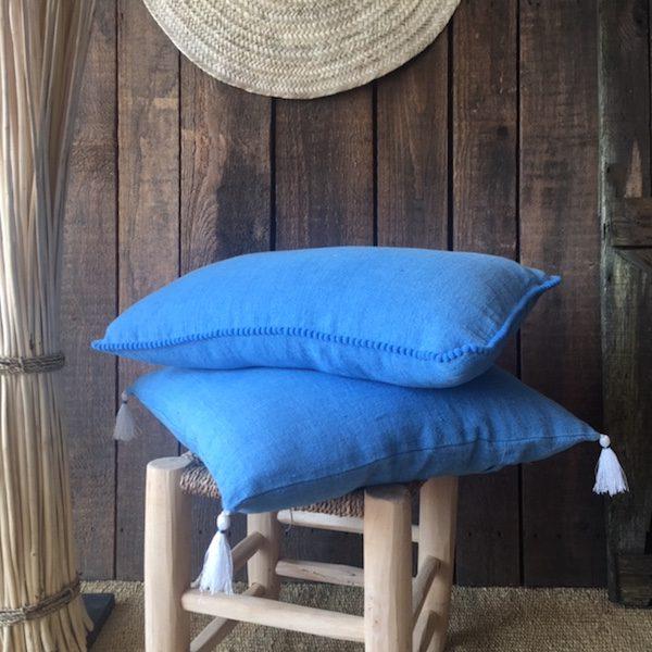 Coussin en Lin bleu Azur à pompons collection lin linge de maison