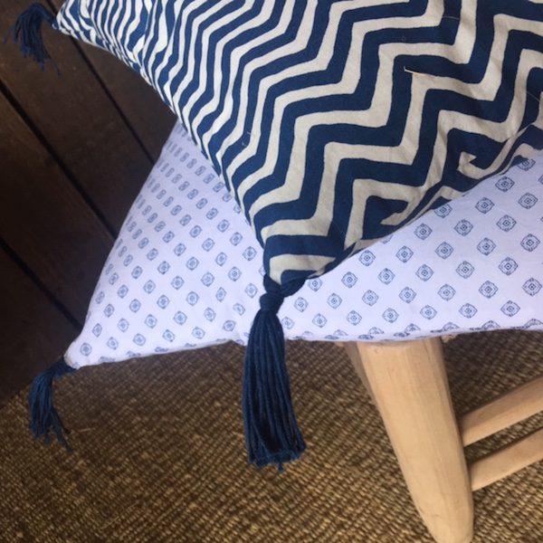 Coussins en coton print indigo et marine et blanc linge de maison Collection été