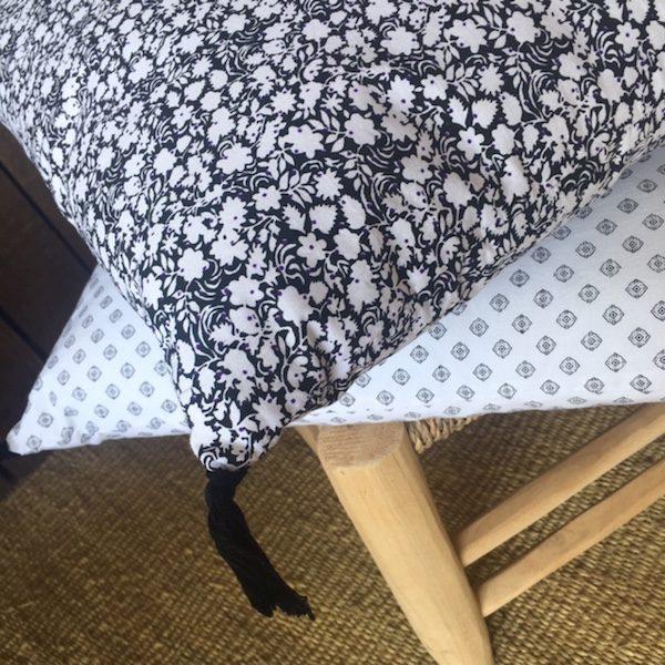 Coussins en coton print noir et blanc linge de maison collection été