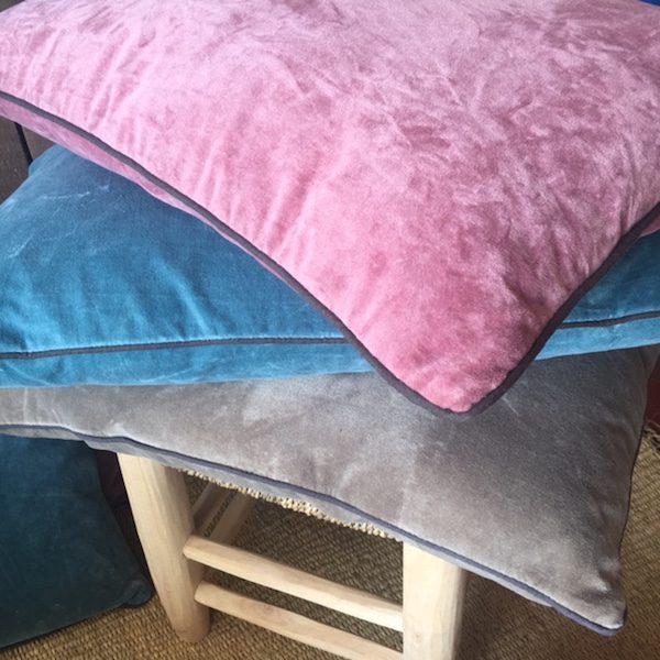 Coussins en velours de coton rose bleu ou kaki décoration d'intérieur linge de maison