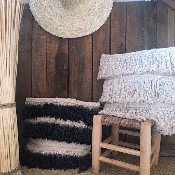 Housse de coussin à franges écru ou tie and dye noir en coton décoration bohème